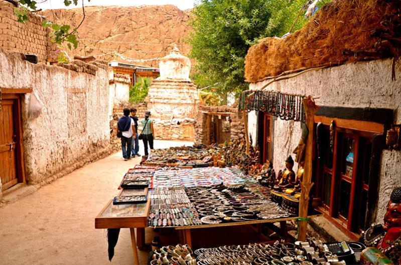 Local market in Alichi